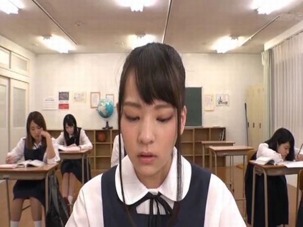 常に顔射される学園で授業をうける女子校生 あべみかこ