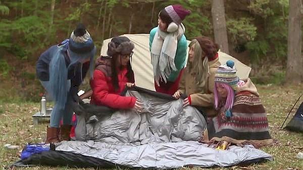 仲良し女子が集まってキャンプ