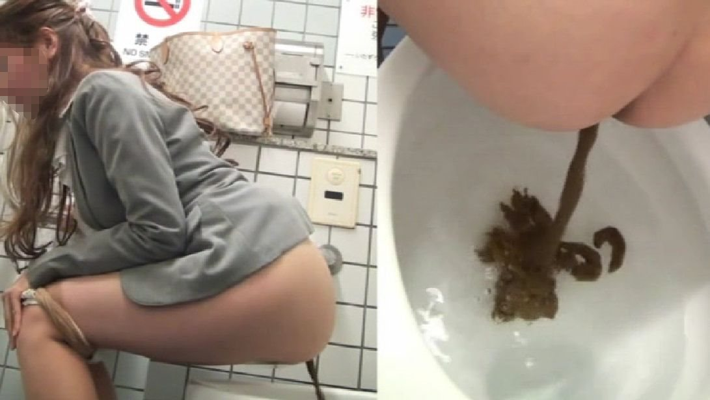 洋式トイレで下痢気味の軟便うんこをするお姉さん