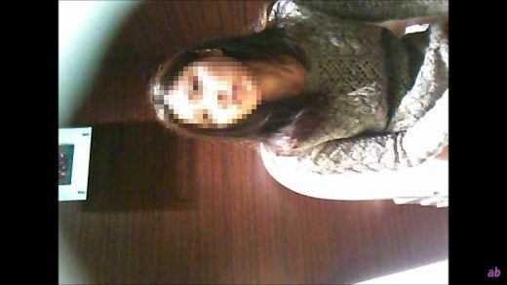 女子トイレ盗撮(110) 腰を振りながらウォシュレットでアナル洗浄する美女