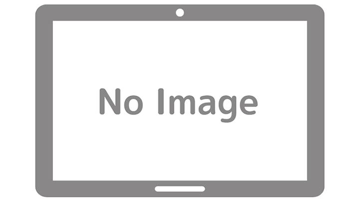 排泄中に一瞬カメラ目線になる黒いスーツ姿のスレンダーな女性