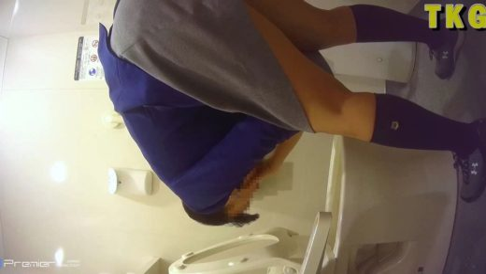 【TKG@トイレ】ゲロ吐きまくりの制服C学生をトイレ盗撮
